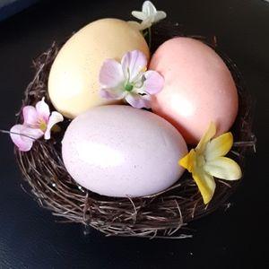 4/$20 Nest of 3 glittery eggs flowers